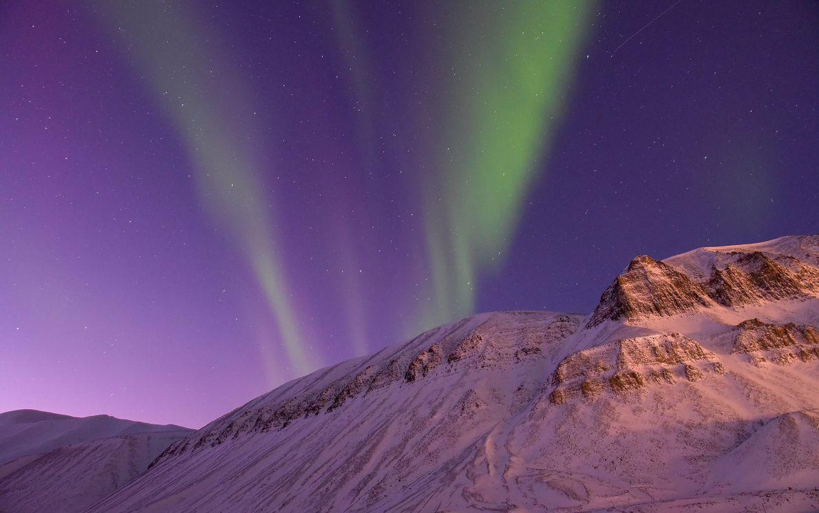«Longyearbyen, Svalbard, Noruega: el único lugar de la Tierra donde puedes contemplar la aurora boreal durante …