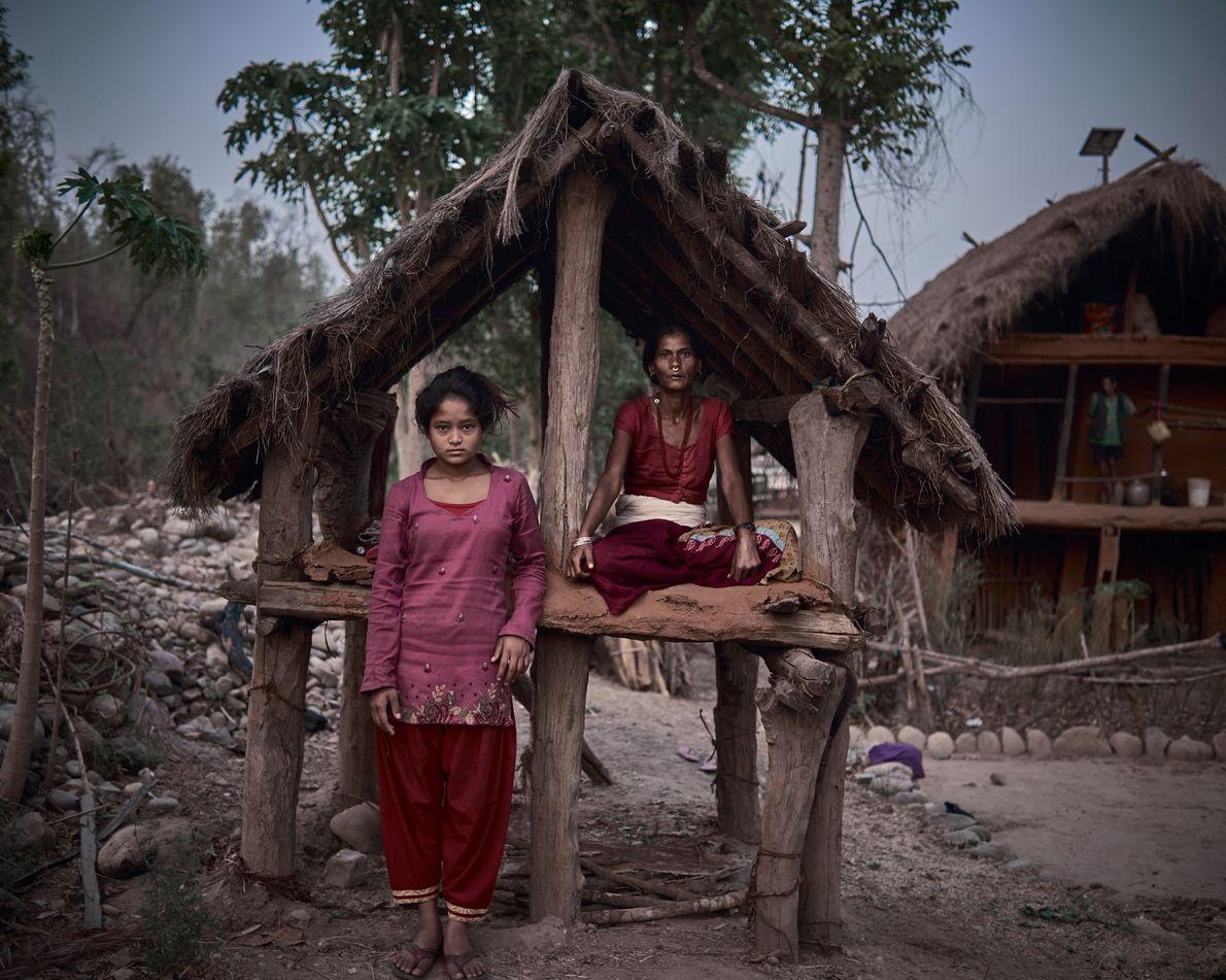 Ranga Joshi, de 42 años, comparte su cabaña con Minu, de 14. «A veces consigo comida, …