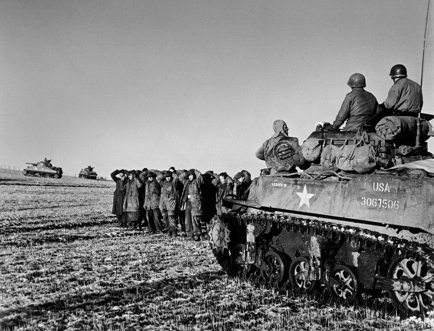 Tras el éxito inicial, el curso de la batalla cambió para los efectivos alemanes. Este grupo ...