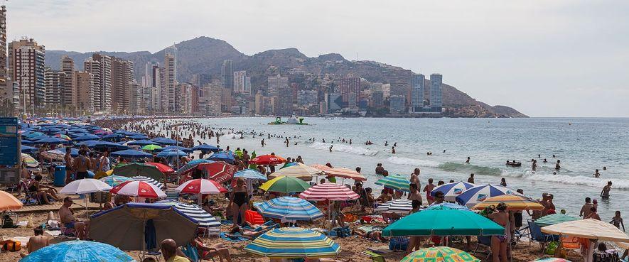 El turismo masivo de sol y playa es un modelo insostenible para los ecosistemas costeros.
