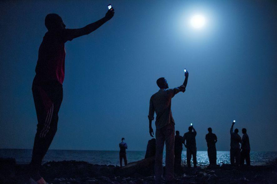 Desde Yibuti, a las orillas del mar Rojo, estas personas buscan cobertura en la vecina Somalia. ...