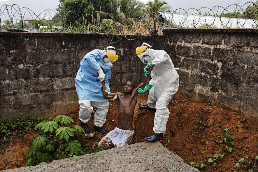 Hastings, Sierra Leona  El fotógrafo Pete Muller se encontraba en una clínica de Sierra Leona durante un ...