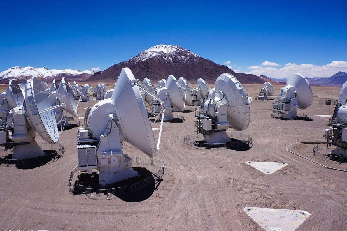 Parte del conjunto ALMA, una serie de 66 antenas de radio en el desierto chileno.
