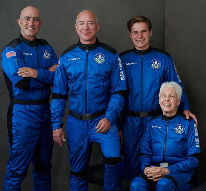 La tripulación del primer vuelo espacial humano de Blue Origin