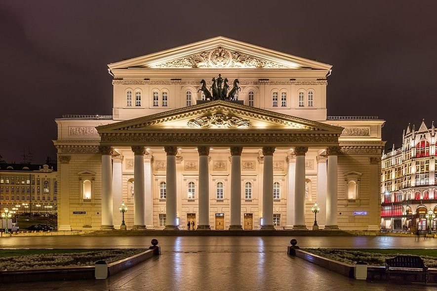 Construido a principios del siglo XIX, el teatro Bolshói de Moscú es toda una institución en ...