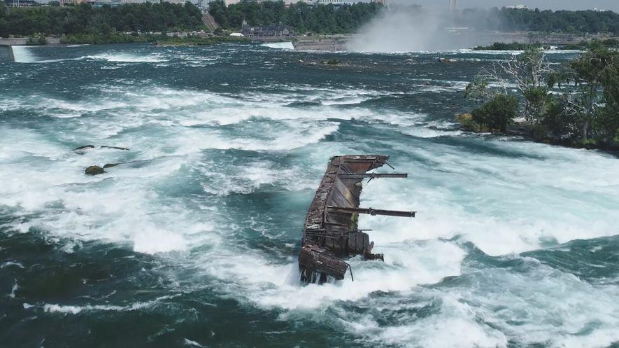 Barco varado en las Cataratas del Niágara