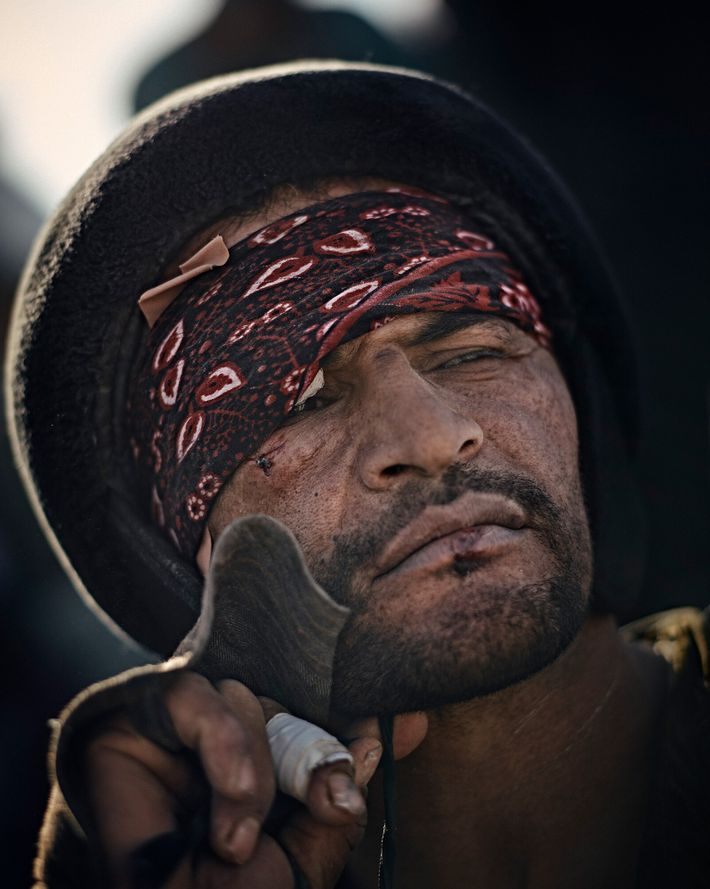 SarwarPahlawan descansa durante un partido