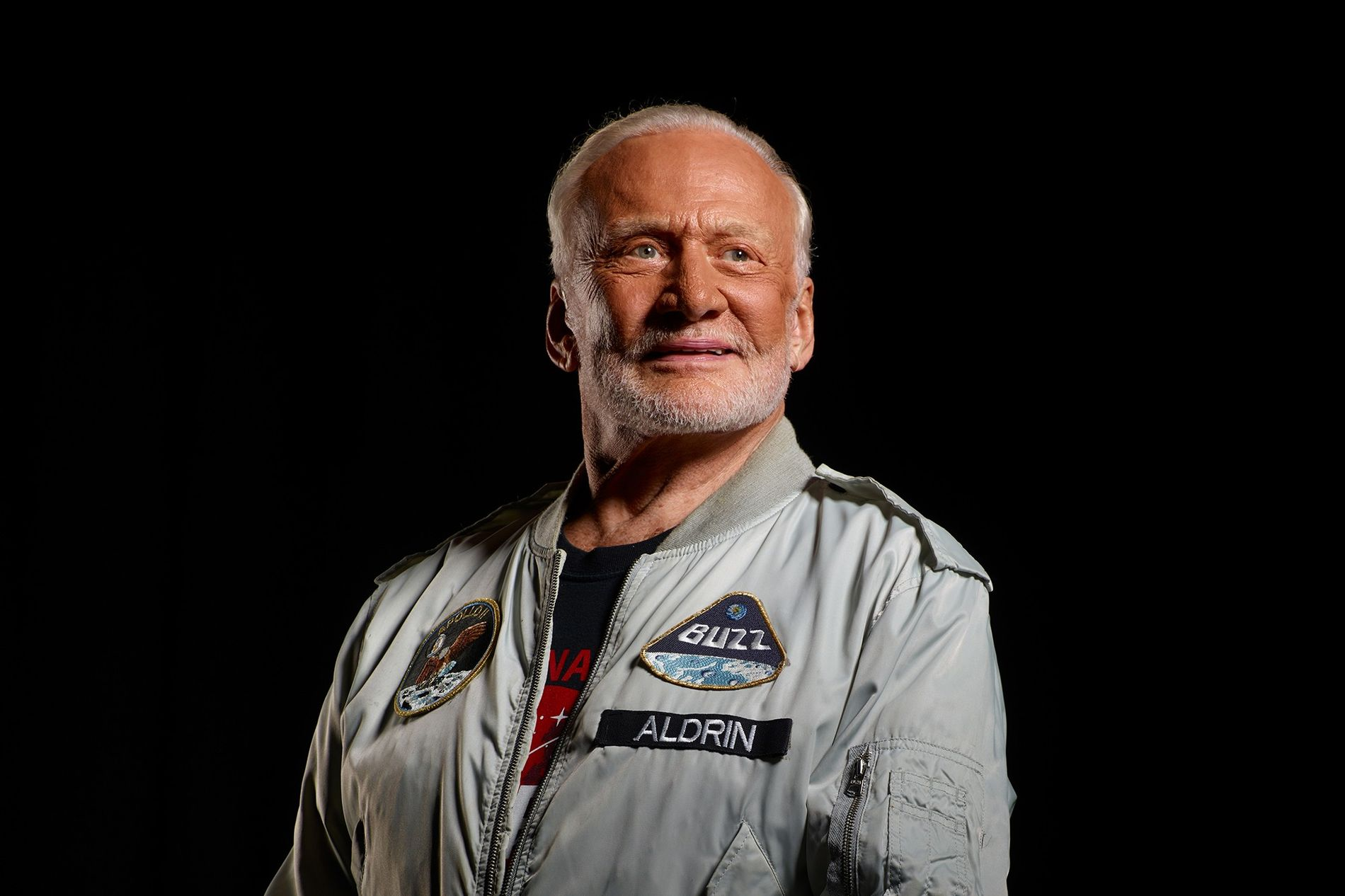 "Buzz Aldrin, astronauta y autor de los libros de National Geographic books ""To the Moon and Back"" y ""No Dream Is Too High"", es uno de los solo 12 humanos que han pisado la luna."