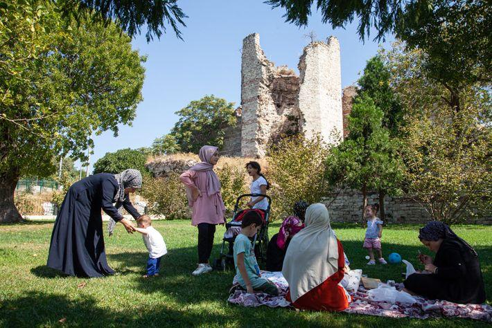 Una familia disfruta de un pícnic
