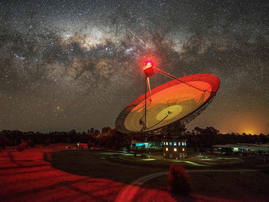 Los buscadores de alienígenas detectan una misteriosa señal de radio procedente de una estrella cercana