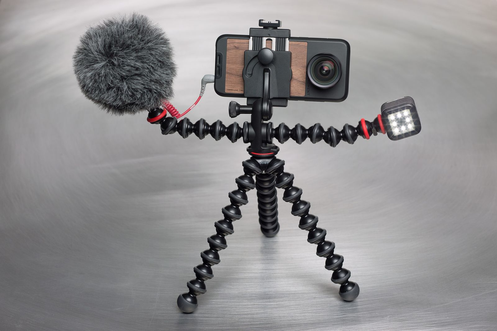 Trípode, lentes y micrófono