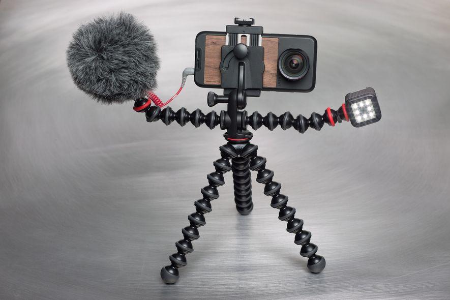 El trípode, las lentes, el micrófono y el resto de accesorios que te mostramos son unos ...