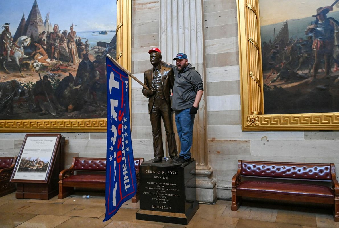 Alborotadores en la Rotonda del Capitolio