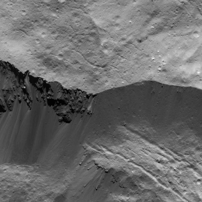 Imagen de una pared del cráter Occator