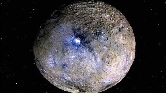 Ceres, el planeta enano más cercano a la Tierra, tiene actividad geológica