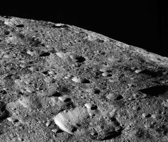 En camino a su órbita más baja y final, la sonda Dawn de la NASA capturó ...