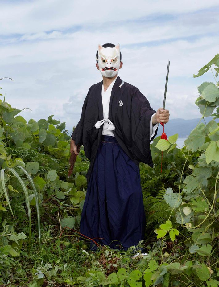 Hombre con máscara de zorro