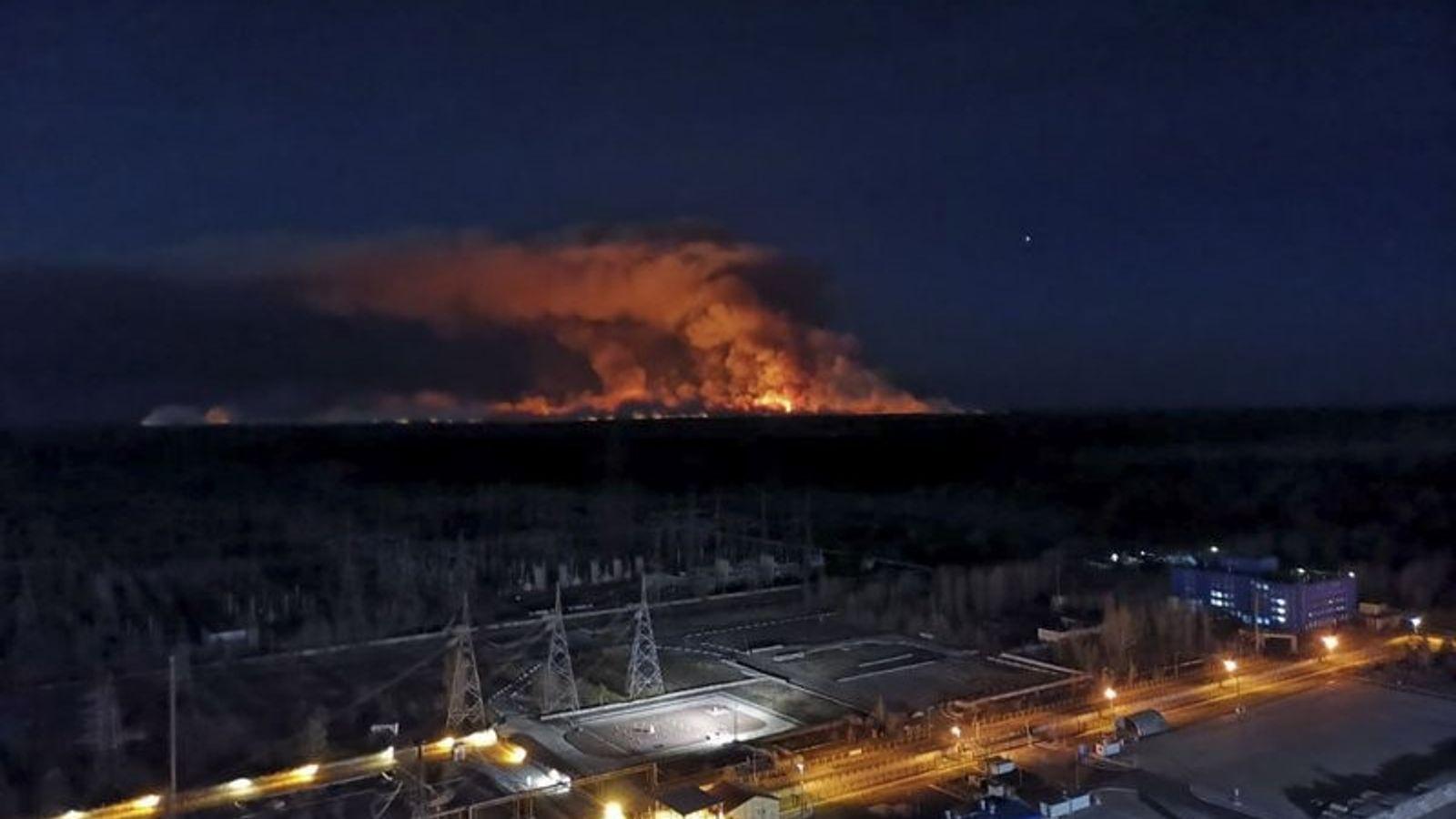 Aunque las autoridades afirman que el incendio ya está bajo control, aún quedan focos que podrían ...