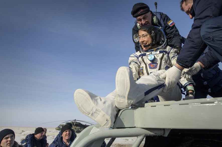 La astronauta Christina Koch bate el récord del vuelo espacial más largo realizado por una mujer