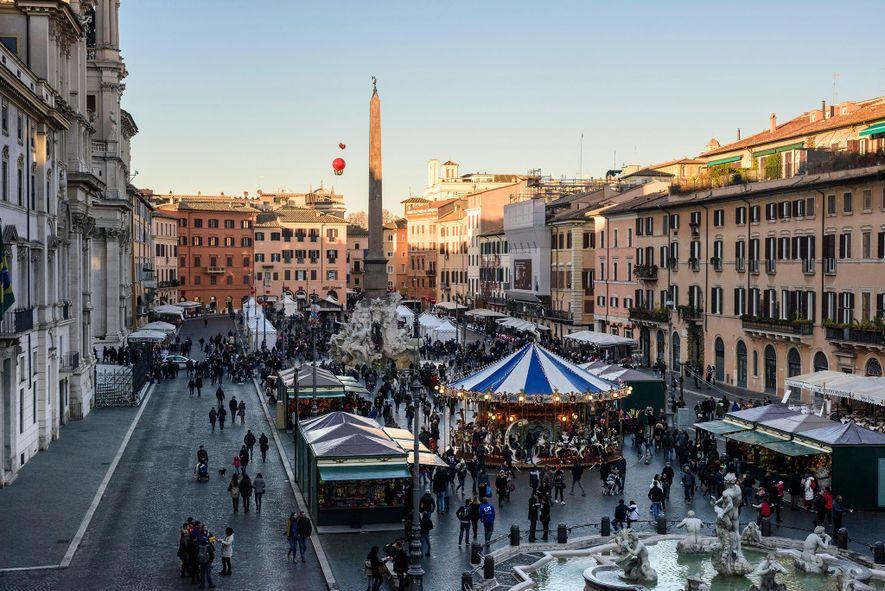 En Roma, el mercado navideño cubre la Piazza Navona.