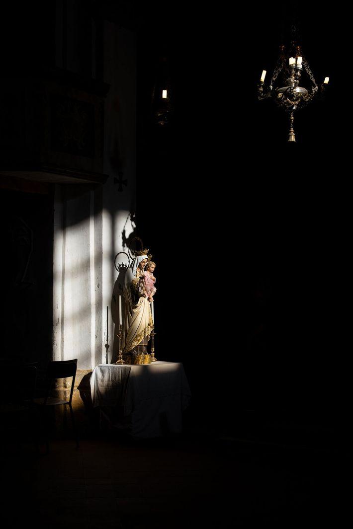 Estatua de María y Jesús