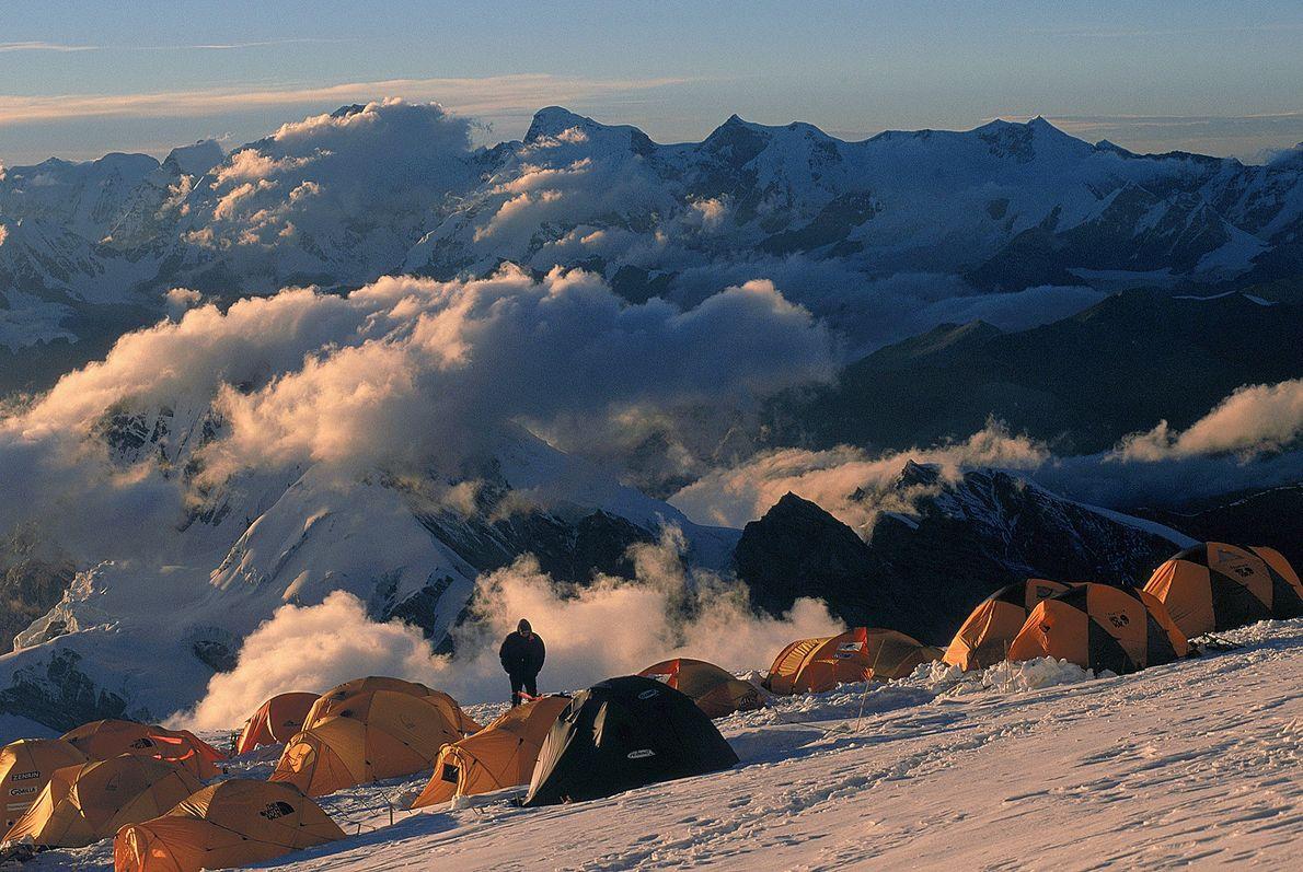 Andrzej Zawada continuó su liderazgo en la escalada invernal a gran altura cuando logró un primer …