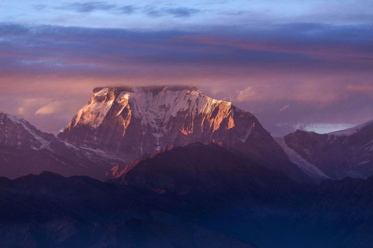 El 21 de enero de 1985, Jerzy Kukuczka y Andrzej Czok, dos legendarios escaladores polacos, encumbraron …