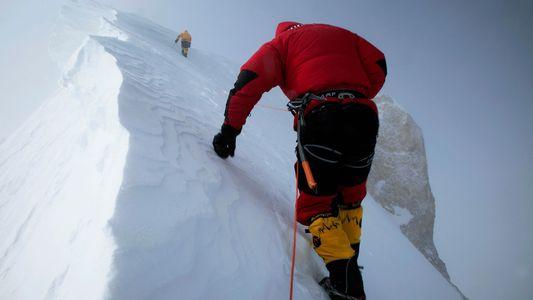 Fotos espectaculares que captan el peligro de los picos más altos del planeta