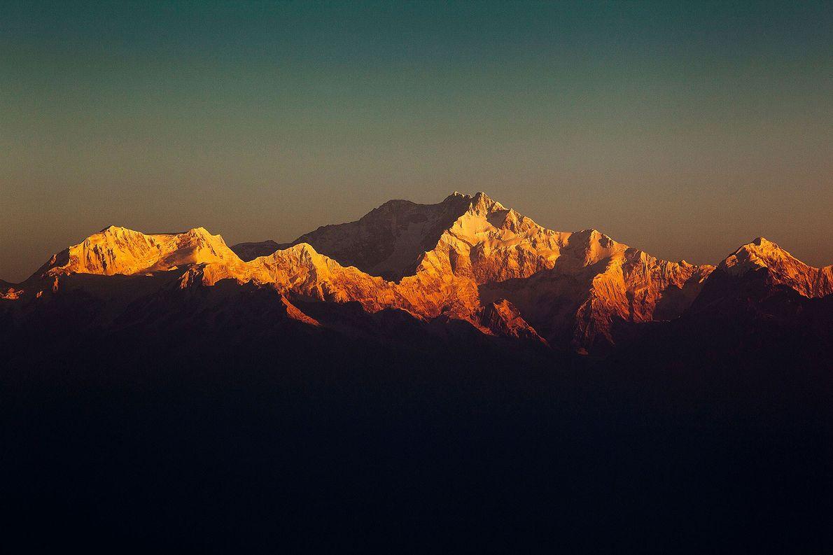 Jerzy Kukuczka y Krzysztof Wielicki escalaron la tercera montaña más alta de la Tierra (Kanchenjunga) en …