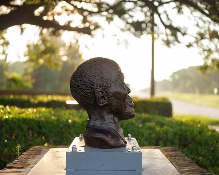 Busto de Cudjo Lewis