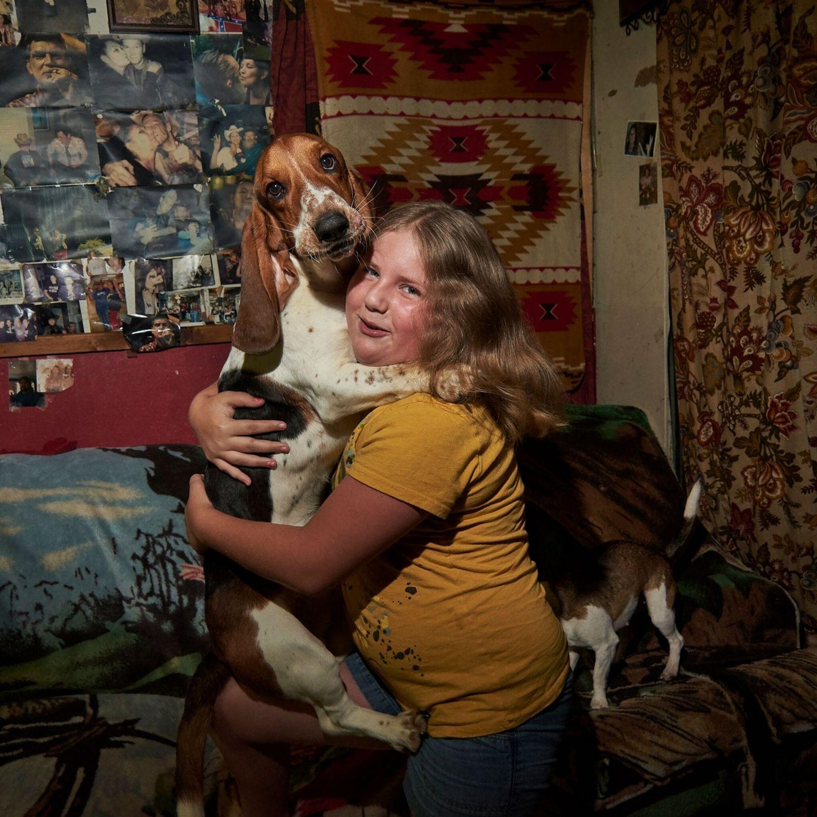 Una niña y su perro