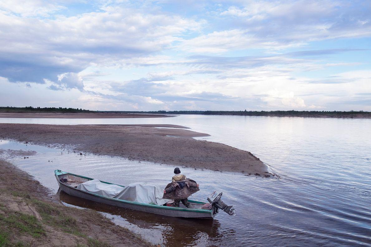 Un pescador en su barco
