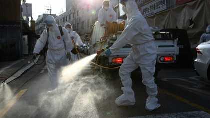 Por qué algunas personas son supercontagiadoras y cómo emite el cuerpo partículas infecciosas