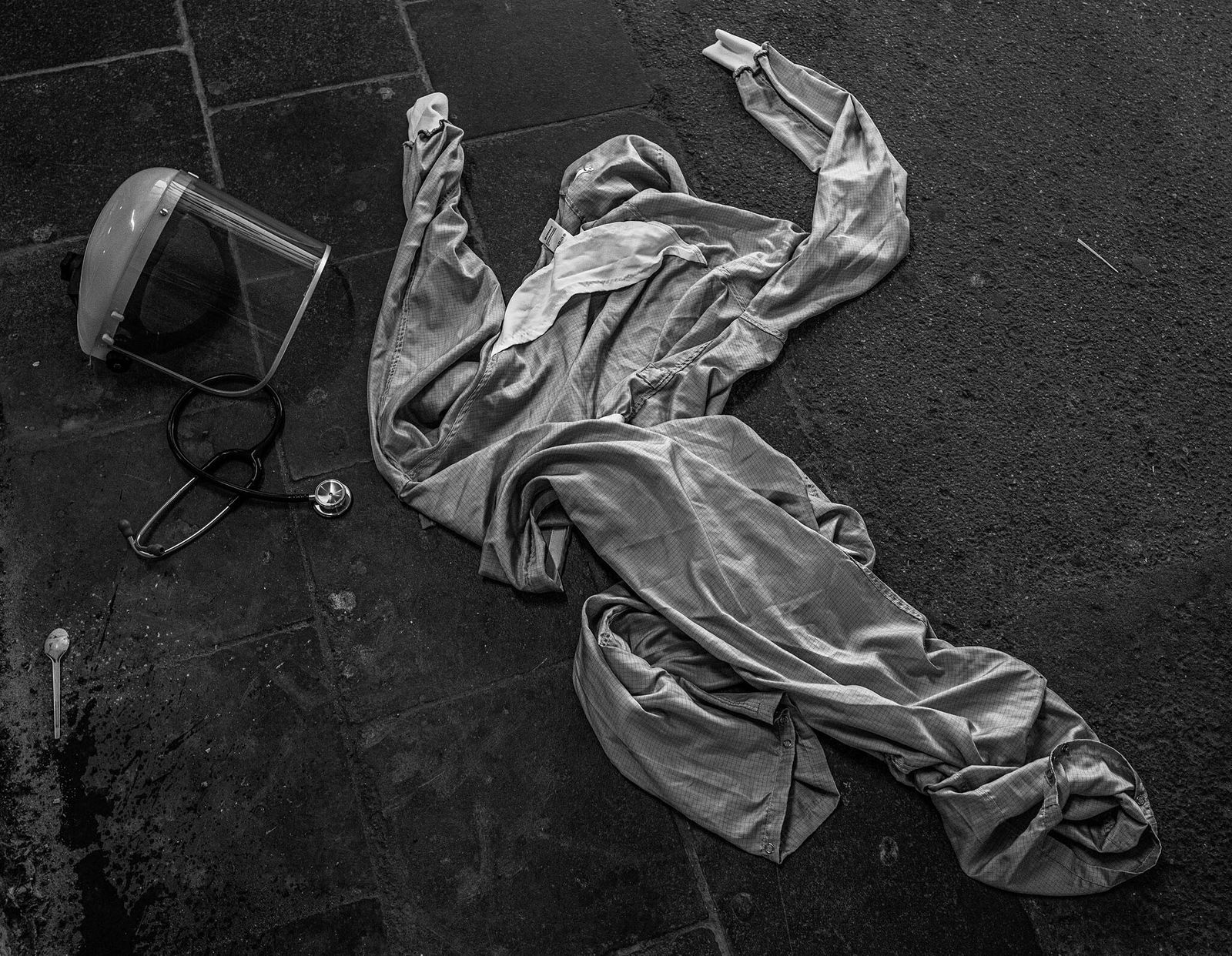 Fotografía de EPI tirado en el suelo