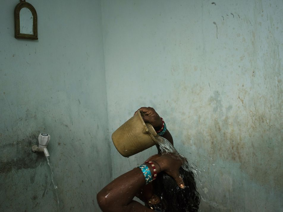 Aunque se recomienda lavarse las manos contra la COVID-19, el agua es un recurso escaso en ...