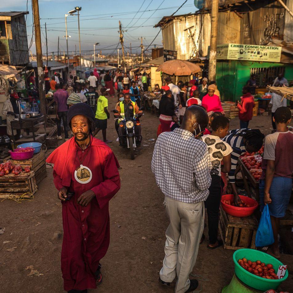 En este asentamiento informal de Kenia, la lucha contra el coronavirus exige solidaridad