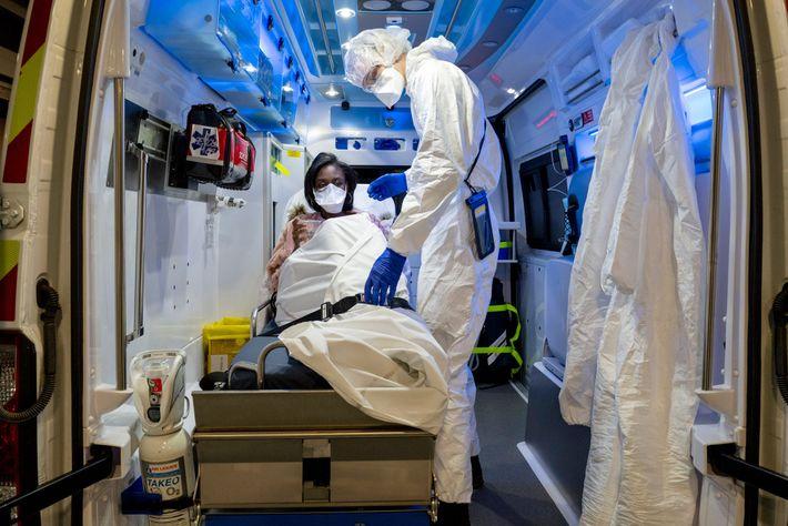 Trabajadora sanitaria con COVID-19