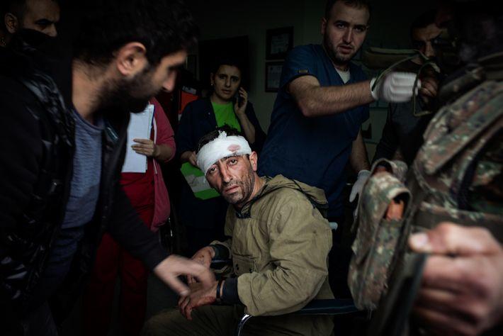 Un combatiente armenio herido