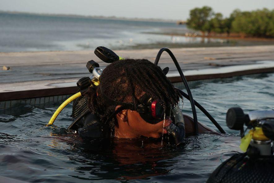Samira Jamu, de 18 años, la mozambiqueña más joven que ha obtenido el certificado de submarinista ...