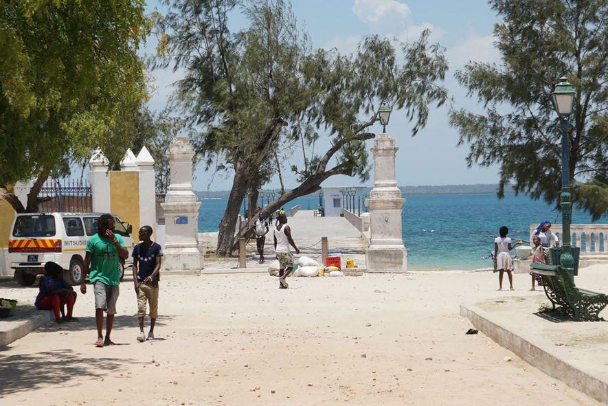 Este muelle en la Isla de Mozambique es el lugar al que llevan a los estudiantes ...