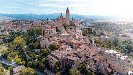 La ciudad de Segovia cuenta con más de una veintena de iglesias románicas de los siglos ...