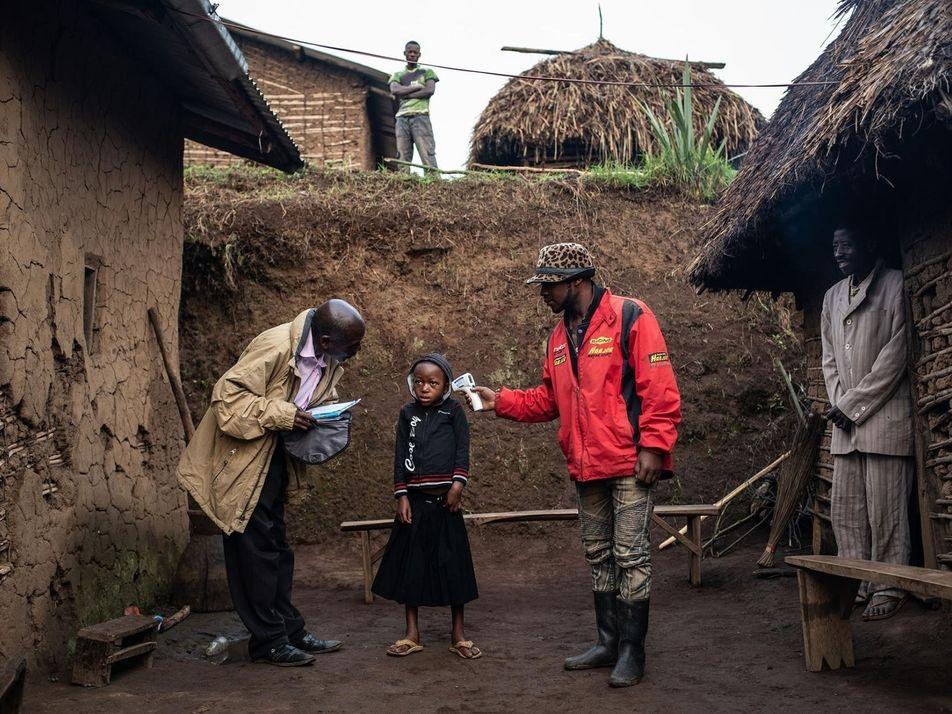 La vida en pleno brote de ébola: combatir la desconfianza y salvar vidas