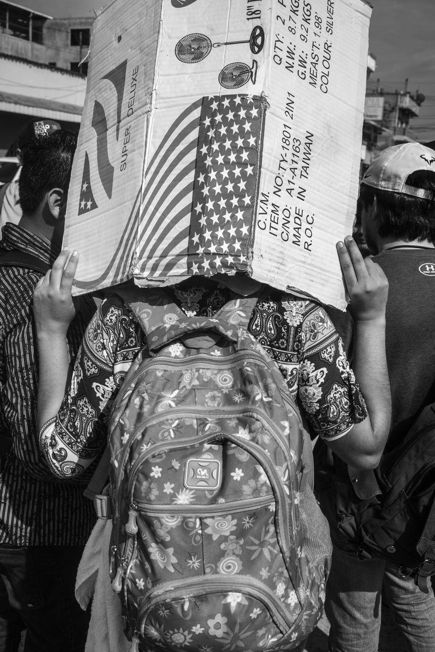 Tecún Umán, Guatemala. 1 de noviembre de 2018. Los migrantes salvadoreños llegan a la localidad fronteriza guatemalteca de Tecún Umán mientras se dirigen al norte en una caravana de 1.500 personas.