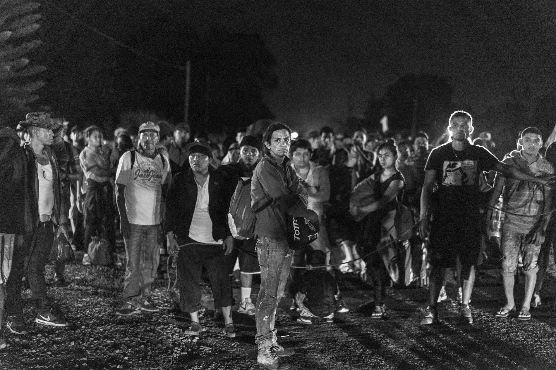 Tapachula, México. 4 de noviembre de 2018. Una caravana compuesta principalmente por migrantes salvadoreños descansa durante su caminata de cinco horas de Metapa a Tapachula.