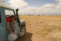 Joyce Poole graba vocalizaciones de elefantes