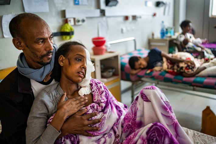 Gebrey Zenebe abraza a su hija de 15 años, Beriha Gebray