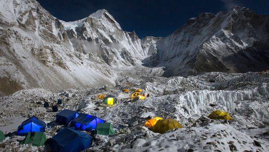 De nuestros archivos: 65 años de ascensos épicos al Everest