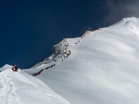 Un escalador nepalí alcanza los catorce ochomiles del planeta en 190 días