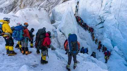 Los atascos son solo uno de los problemas a los que se enfrentan los escaladores en ...