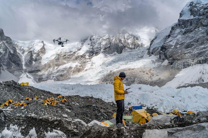Chris Millbern pilota un dron